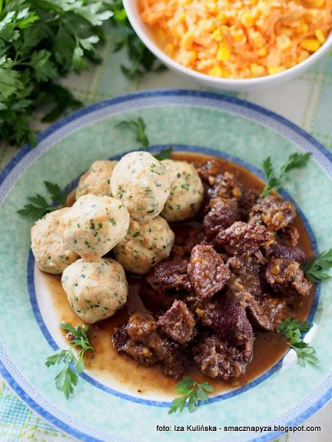 gulasz z policzkow wolowych, wolowina, sos winno grzybowy, suszone kanie, czubajka kania, mieso w sosie, co na obiad, sos kaniowy