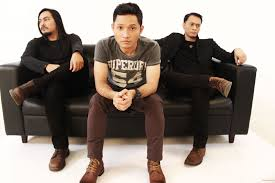 Lirik lagu Andra and The Backbone - Perih