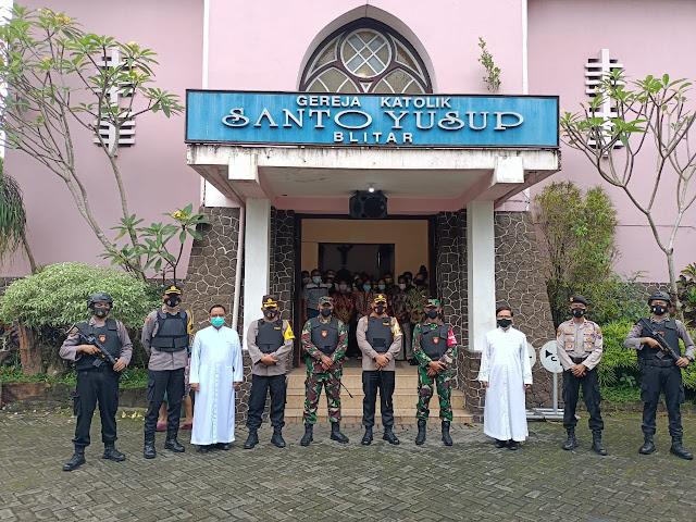 Yonif 511/DY, Polresta Blitar Dan Kodim 0808/Blitar Tinjau Perayaan Hari Raya Paskah Di Gereja Kota Blitar