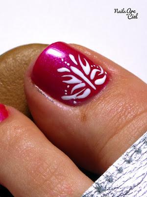 Nail Art - Motif abstrait sur les pieds au gel par Nails Arc en Ciel