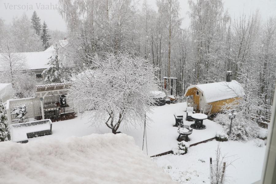 Kevatta ennen lunta, Versoja Vaahteramaelta