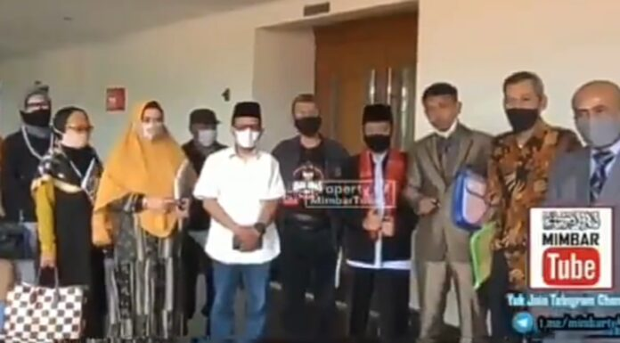 Beredar Video Tim Pembela Ulama Gugat Jokowi, Netizen: Semangat, Semoga Segera Lengser!