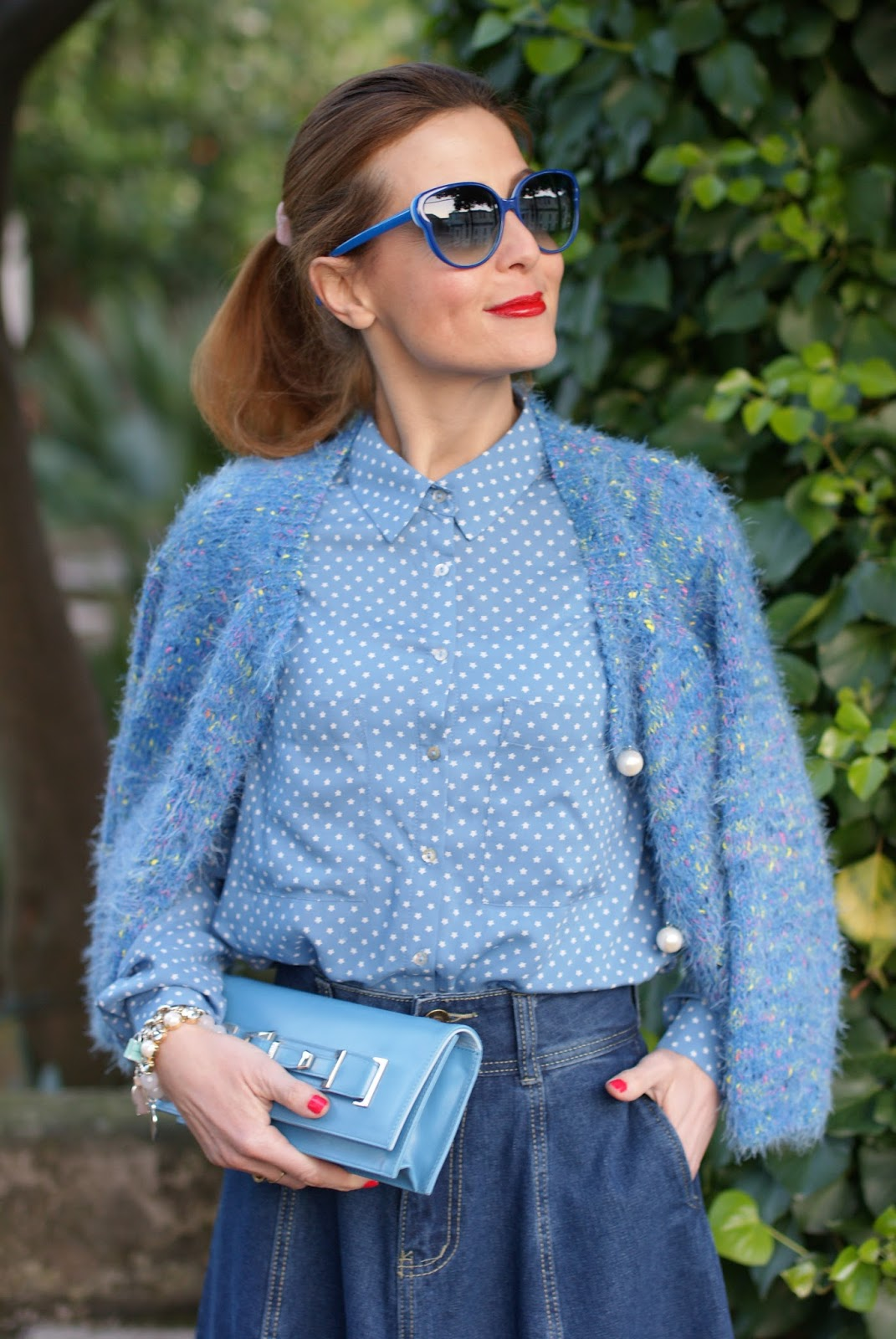 Blue serenity look with star print shirt and Le Silla shoes on Fashion and Cookies fashion blog, fashion blogger style
