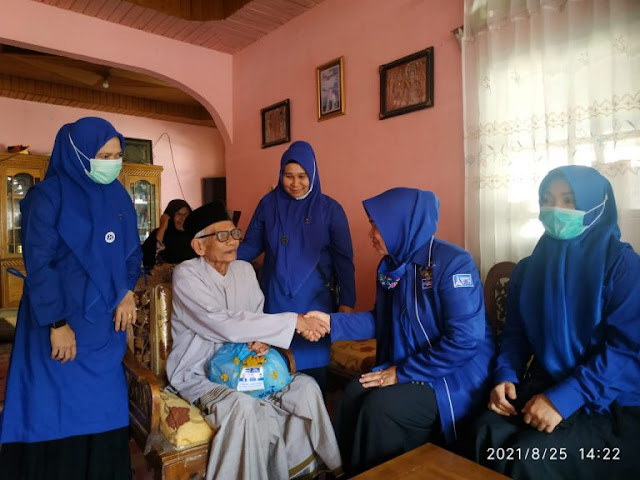 Anggota DPRD Pasbar Sifrowati, SH Melakukan Kegiatan Sosial