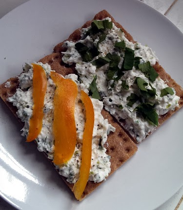 Cottage cheese & mixed herb crisps