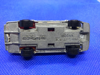 日産 フェアレディZX ターボのおんぼろミニカーを底面から撮影