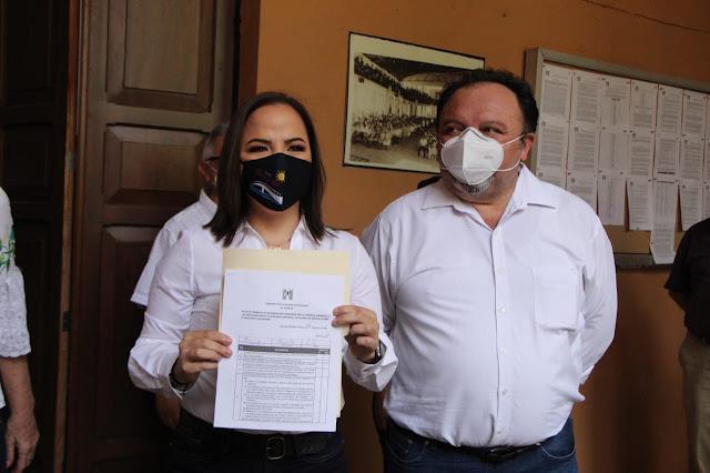 Tras amenaza de expulsión Lila Frías se registra para la alcaldía de Progreso. Antonio Sánchez