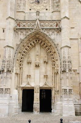 I Bassorilievi sulla facciata di Saint Leonard