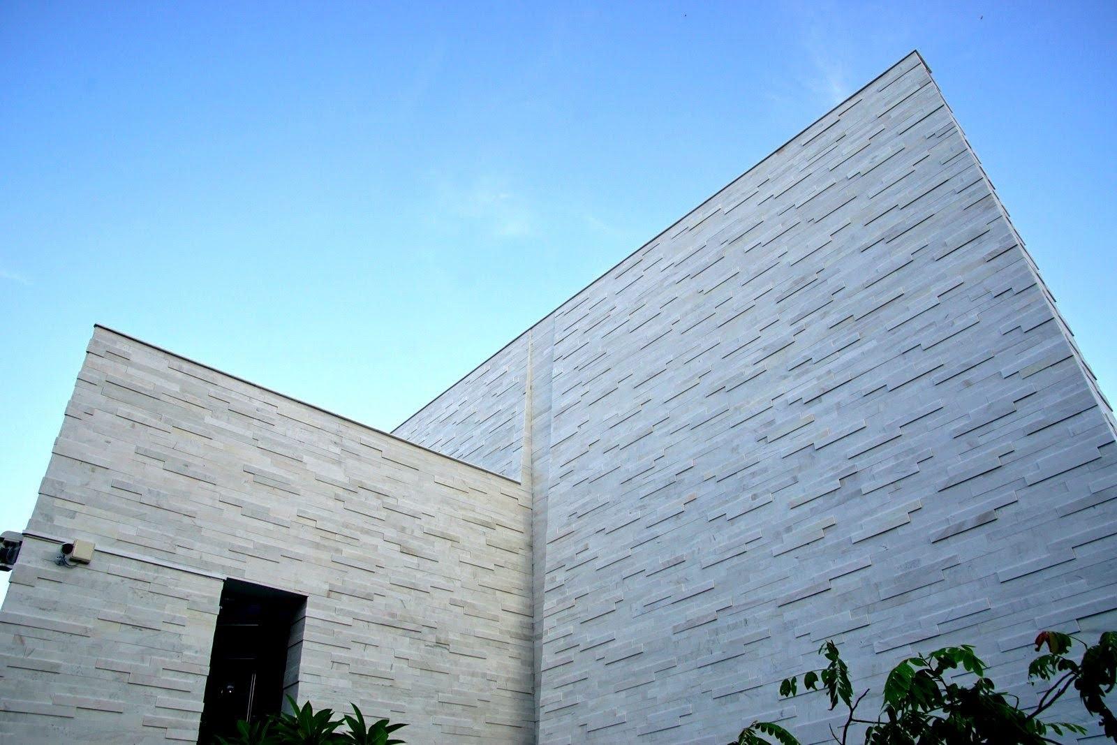 [台南][新市區] 星巴克台南新市門市|幾何白色磚牆交織而成的台南最大星巴克|食記