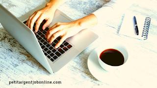 Mains pc café, rédaction en ligne, rédiger on ligne et gagner de l'argent, travail à distance,
