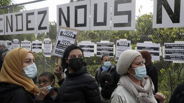 Paris: des riverains protestent contre le regroupement de fumeurs de crack dans un parc
