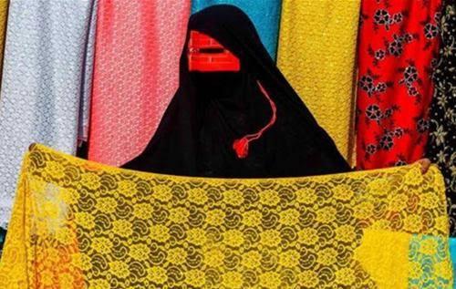 Những phụ nữ đeo mặt nạ bí ẩn ở Trung Đông 4