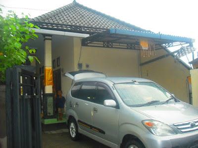 Nyoman Misnawati Melaspas Rumah Kost di Dalung