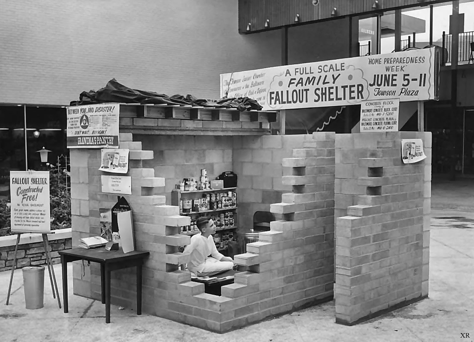 ATOMIC ANNIHILATION 1960 Fallout Shelter Display