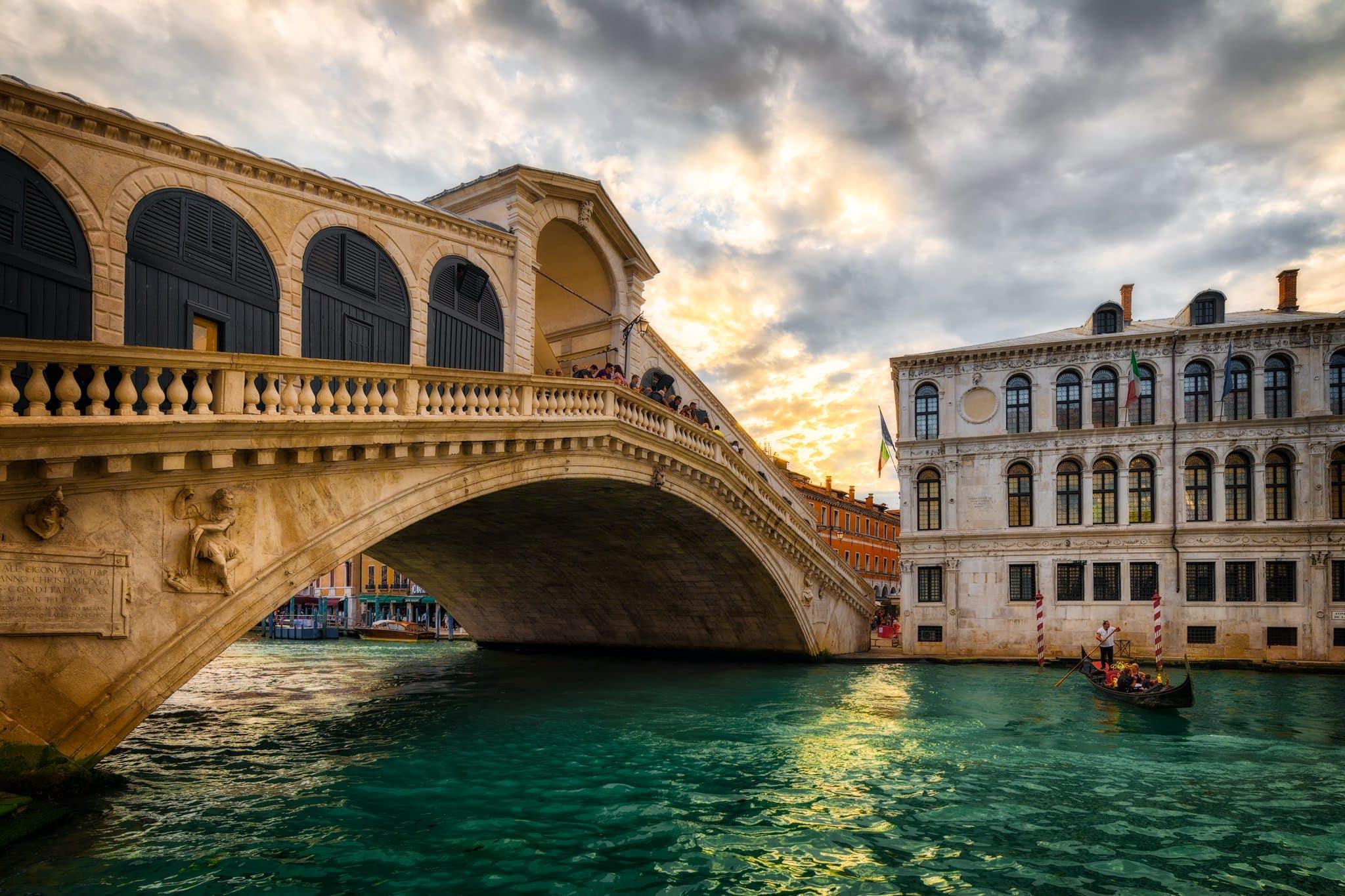Мост через канал в Венеции