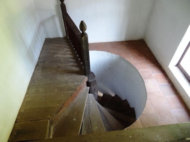 Muziris Water Tour - The staircase used by women to enter synagogue