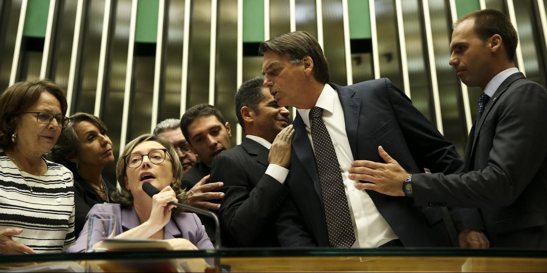 Jair Messias Bolsonaro e seus Crimes no Exército - Ataque Terrorista, Indisciplina, Prisão e Expulsão do Exército Brasileiro - Eleições 2018