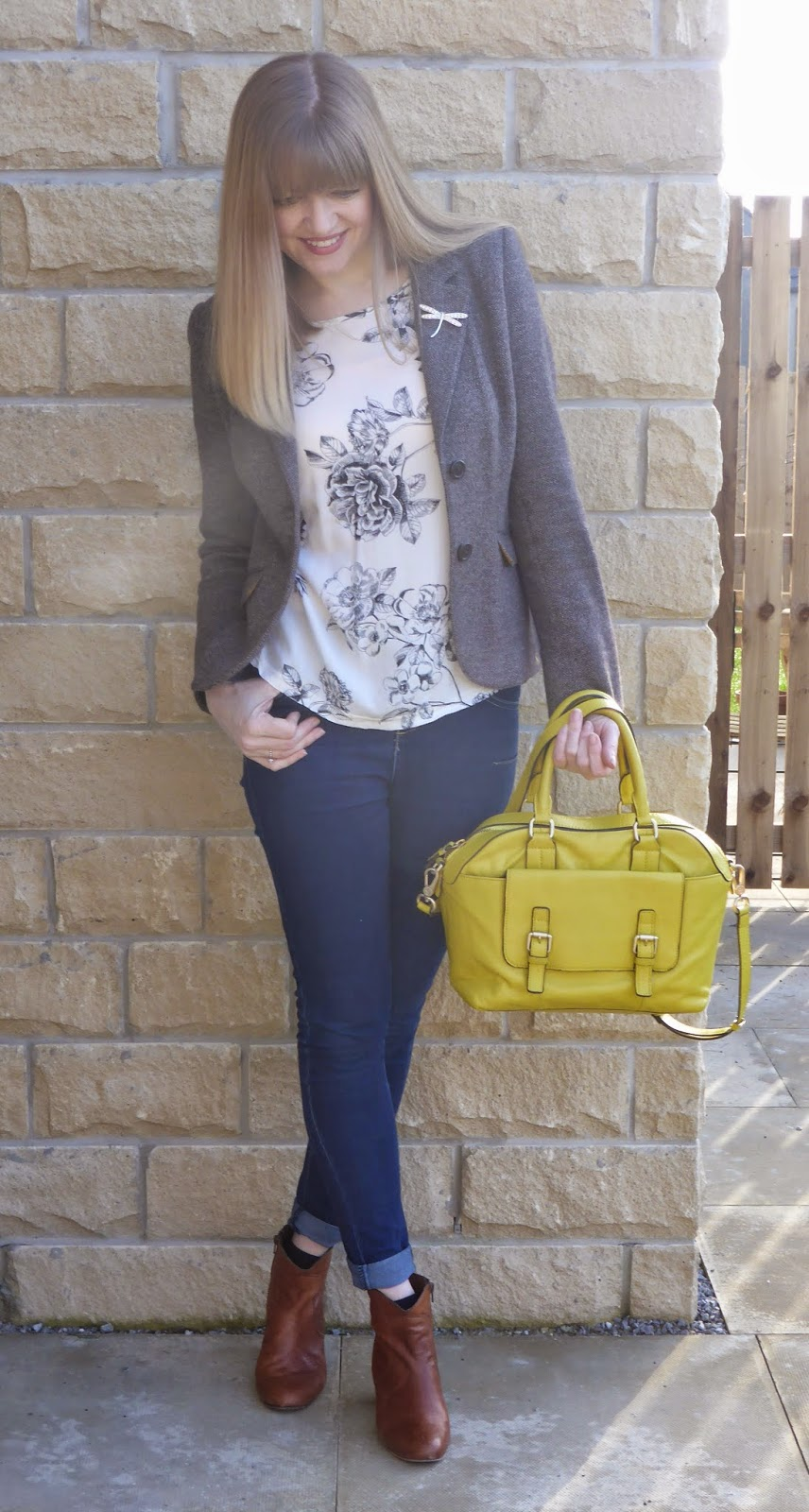 Jersey tweed jacket,skinny jeans, tan leather ankle boots, yellow handbag