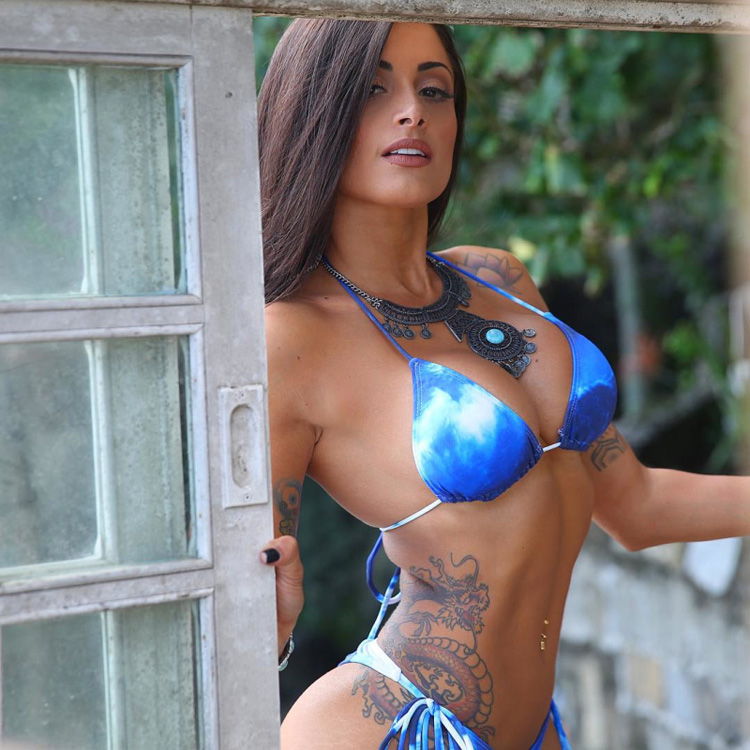 Brazilian Fitness Model Aline Riscado