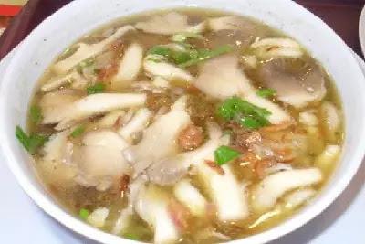 Menu sop jamur yang menggugah selera makan dan sangat cocok untuk dinikmati bersama keluarga pada saat makan siang