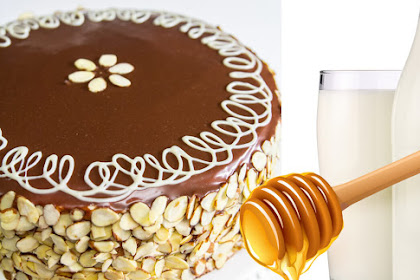 Honey Cake, Almonds and Ribot Milk