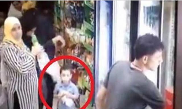 محاولة خطف طفل من امة داخل محل فراخ