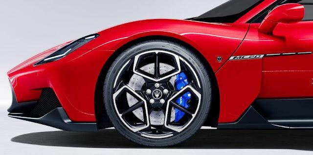 mc20-maserati-front-wheel-bird-cage-glossy-black-diamond-alloy-and-emblem