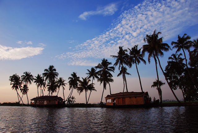 Houseboat cruises in backwaters Kerala