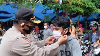 Dikampanyekan Serentak Se Indonesia, Polres Pinrang Bagi-Bagi Ribuan Masker