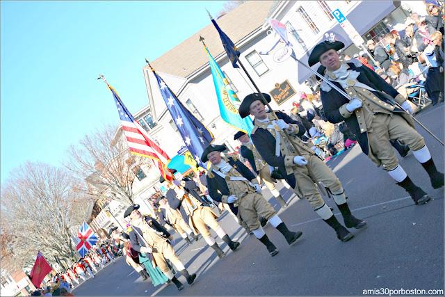Lexington Minutemen en el Desfile de Acción de Gracias de Plymouth