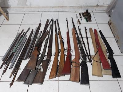 Homem é preso por fabricação de armas caseiras em Buriti.
