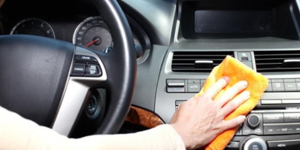 Cómo quitar un rasguño profundo del coche con los artículos de la casa