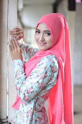Tips Make Up Cepat dan Natural dengan Hijab