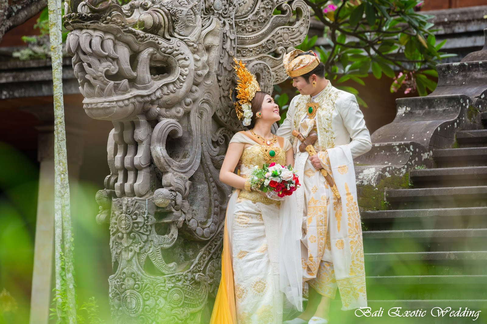 There Are Bali Wedding Dress That Really Distinctive Attire Of As For The Bride Used Long Cloth Wred Around Body From Chest Until Cover