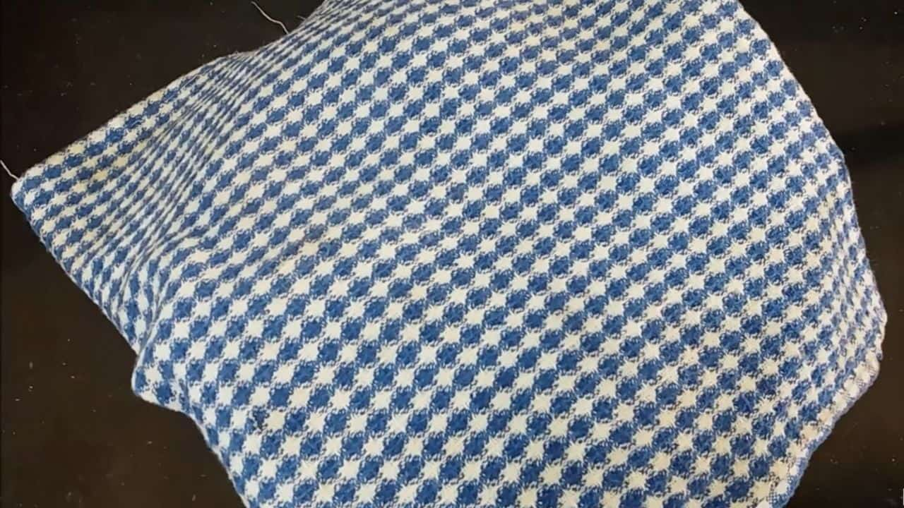 take-a-clothes-or-2-by-2-soft-handkerchief-cover-with-dough-for-15-minutes