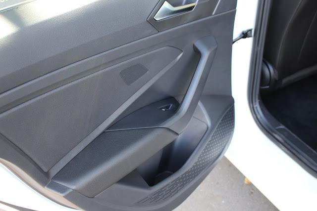 Novo VW Jetta 2019 - porta-objetos não revestidos