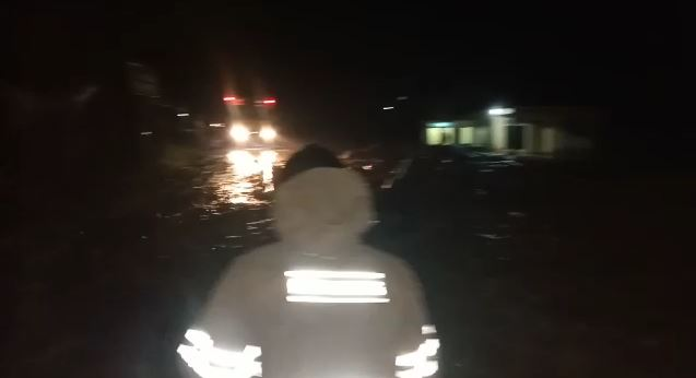 Longsor Hadang Jalan Lintas Barat Sumatera Di Sedayu, Tanggamus