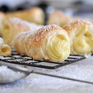 Cách làm bánh Ý Cannoli chiên nhân kem