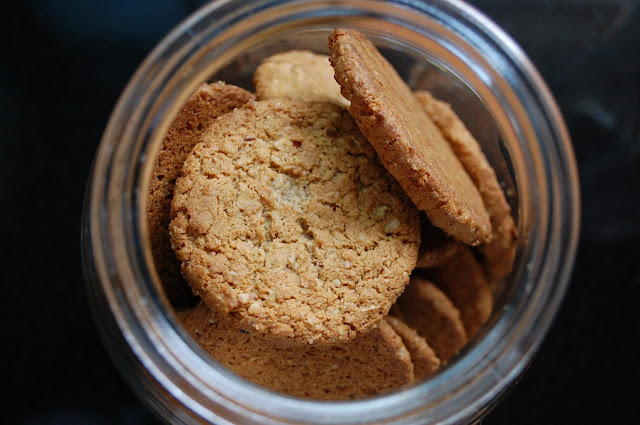 A glass cookie jar full of cookies