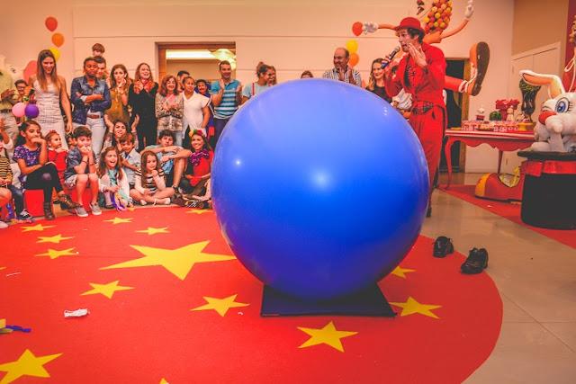 Entretenimento e show circense Mr. Balão para evento no Rio de Janeiro.