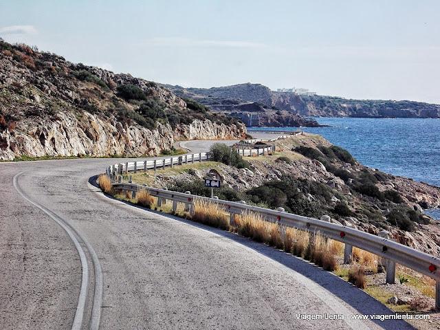 Estrada deslumbrante de Atenas para Sounio Cape