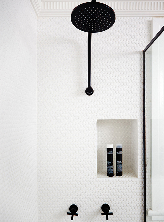 2 ALIKE Black shower fixtures  My Paradissi