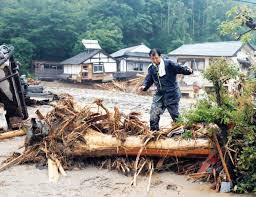 اليابان : أمطار غير مسبوقة على جزيرة كيوشو وفقدان 13 شخص وتهديد باجلاء الالاف !