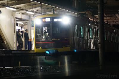 坂戸駅に到着する東急5050系Shibuya Hikarie号を使ったみなと横浜 初日の出号