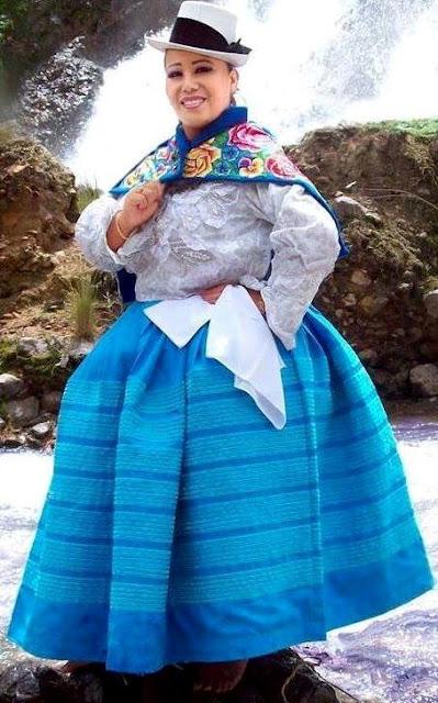 Foto de Pasionaria del Centro con traje típico