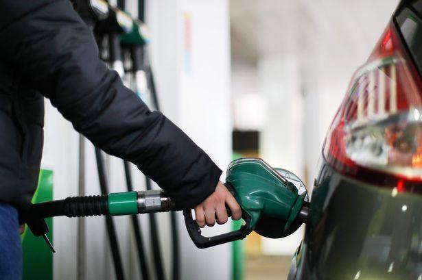 पेट्रोल पर 10 रुपए प्रति लीटर और डीजल पर 13 रुपए प्रति लीटर एक्साइज बढ़ा