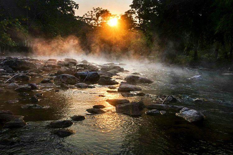 Shanay Timpishka adlı 6,4 kilometre genişliğindeki bu kaynayan nehir 92 dereceye kadar ısınmaktadır.