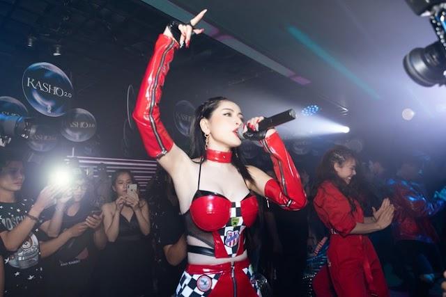 Chi Pu ngày càng táo bạo, mặc váy sexy hết nấc đi diễn bar