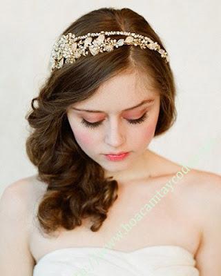 4 mẫu cài tóc cô dâu cho tóc búi đẹp sang trọng và kiêu kì 2