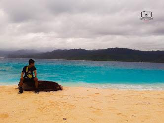 pesona pantai pulau pisang